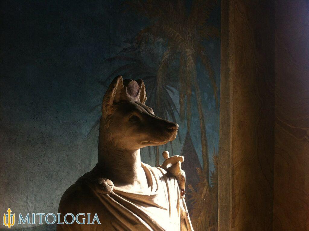 El dios egipcio Anubis / dios de los muertos